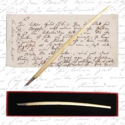 Replik -Schillers letzte Schreibfeder- in einer Geschenkverpackung